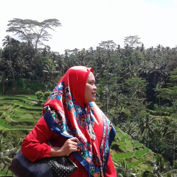 Jilbab merah penuh kisah